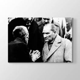 Atatürk Halkı Dinlerken Tablosu